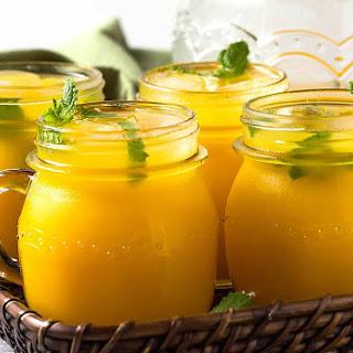 Refreshing Homemade Mango Lemonade.