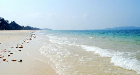 Bãi biển Hồng Vân yên bình đến lạ