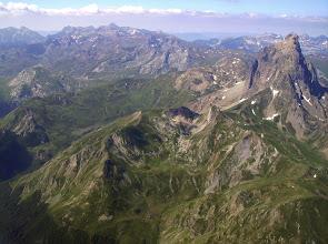 Photo: Face Est du pic du Midi d'Ossau 2884m. Pic de Saoubiste 2261m devant.