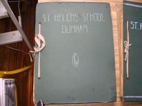 Photo: Cahier d'art appliqué orné de l'anagramme de Gladys Lena Kilda Dickson (GLKD), St-Helen's School, Dunham