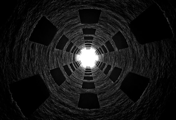 ruotando verso la luce... di Francesco Di Maio