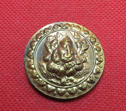 เหรียญ พิฆเณศวร์ ปฐมมหาเทพราชฤกษ์ ศรีวิชัยนามปี 50 วัดถลุงทอง เนื้อนวะโลหะ หมายเลข 130 ขนาด 3.2 ซม. พร้อมซองเดิม