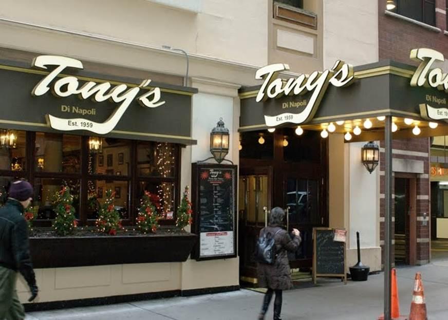 Descrição: [Tony's+Di+Napoli-outside.jpg]