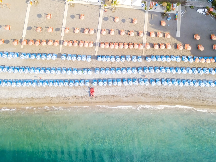 Relájate en la playa de Nápoles en un crucero por Italia con Norwegian