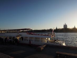 Photo: Vores turbåd på Neva I baggrunden Smolnij katedralen