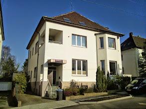 Photo: Christian-Rohlfs-Straße 43 - das Haus gegenüber der Einmündung der Schumannstraße - ganz in weiß.