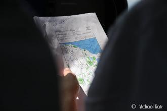 Photo: Pilotene studerer Aarhus-kartet før ankomst.