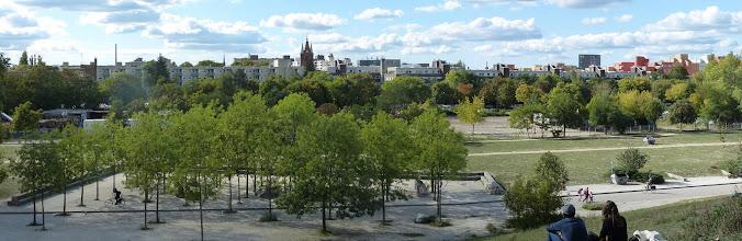 Photo: Mauerpark; Blick über Gesundbrunnen; FriedensKirche des Hl. Sava