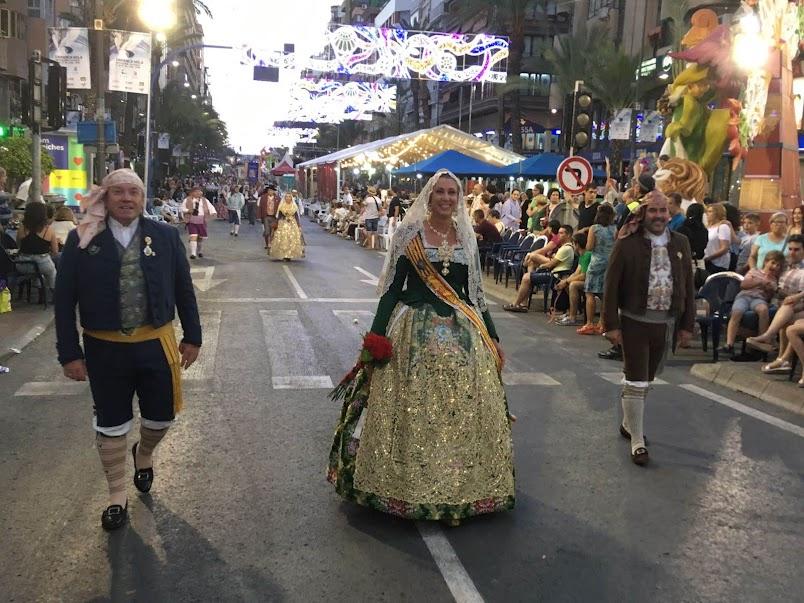 Las Falleras Mayores de Sagunto ofrendan en las Hogueras de San Juan en Alicante