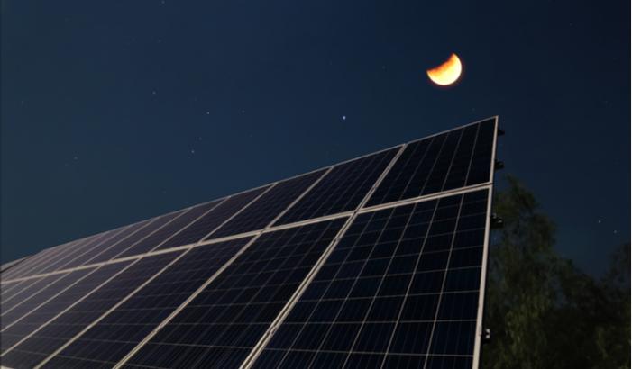 Resultado de imagem para fotovoltaica à noite