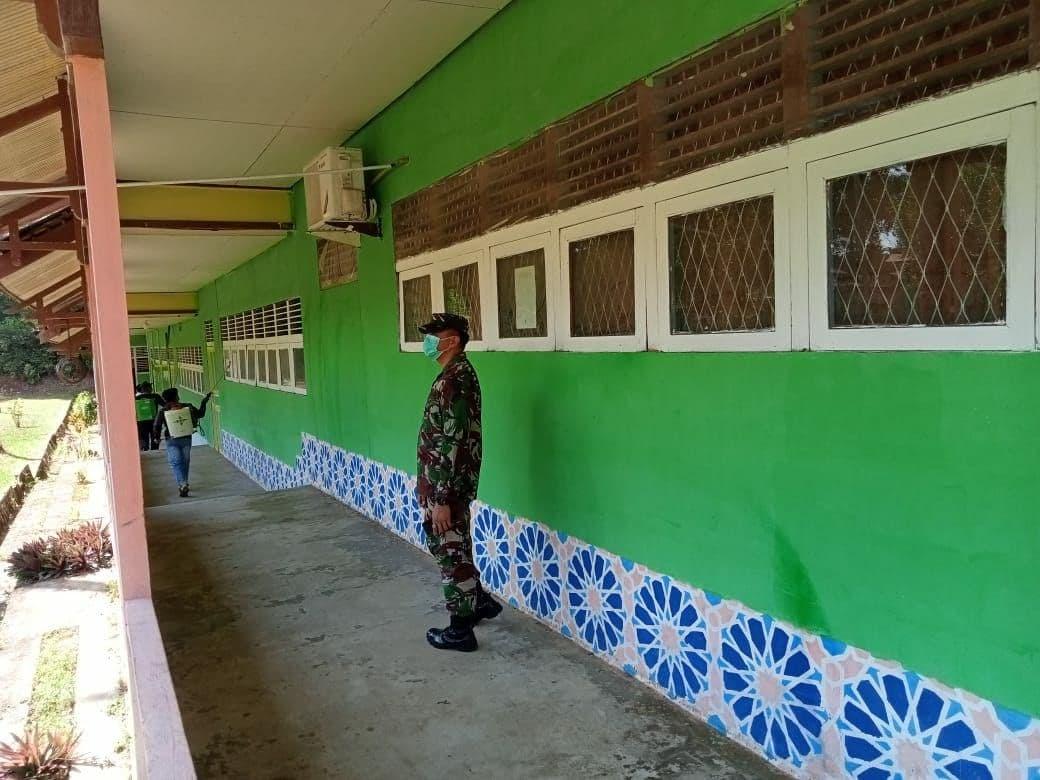Zidam XII/TPR Bersama Satgas Covid 29 Melanjutkan Misi Serang Pondok Pesantren Dengan Melaksanakan Penyemprotan Desinfektan