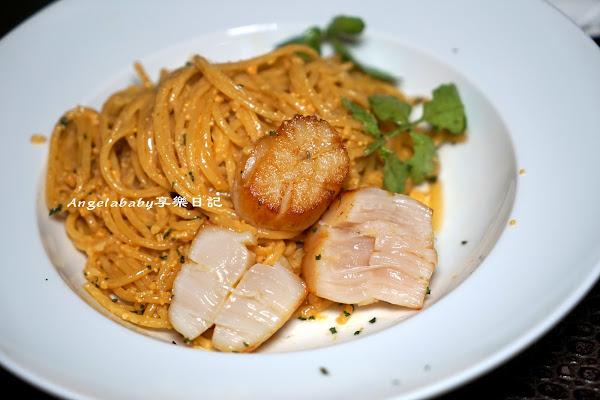 餐酒館品嚐比韓國料理專門店更厲害的蔘雞湯 #CORNERIN可恩 #台北信義美食 #松露野菇燉飯猴腮雷