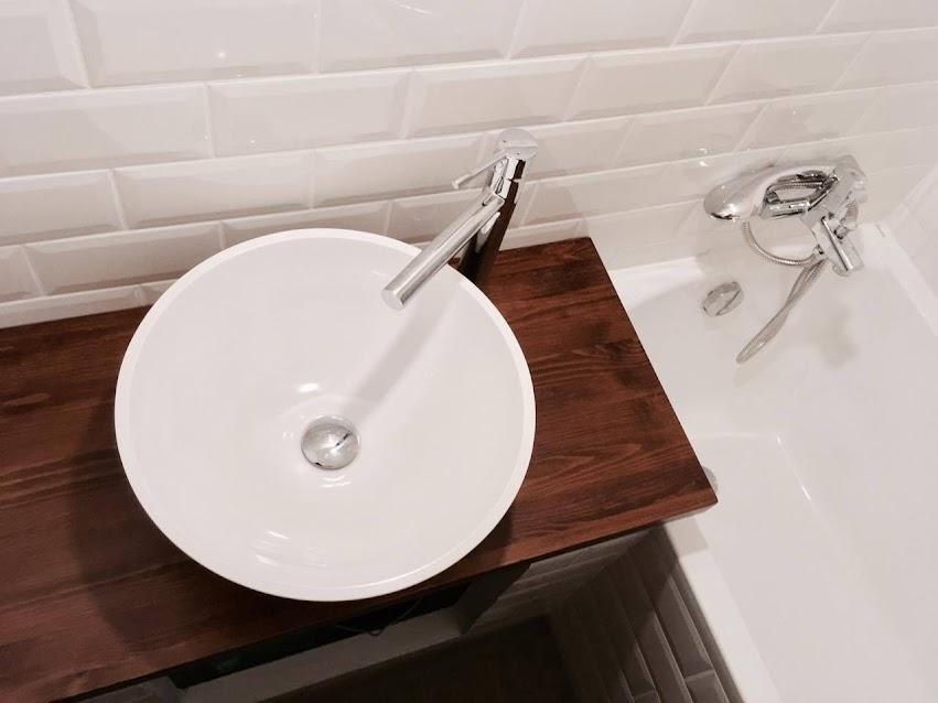 Metro csempés fürdőszoba
