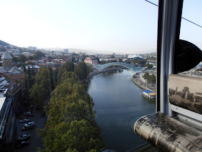 Photo: в кабинката на лифта над реката