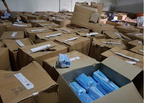 TP.HCM: Phát hiện gần một triệu chiếc khẩu trang y tế không rõ nguồn gốc - Ảnh 2