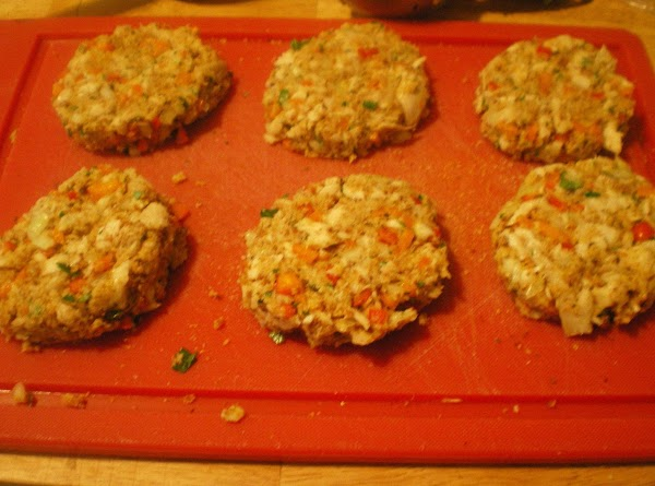 Form patties with a 1/3 cup measuring cup.  This will make 6 perfect...