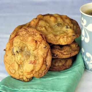 Crispy Chewy Apricot Raisin Cookies