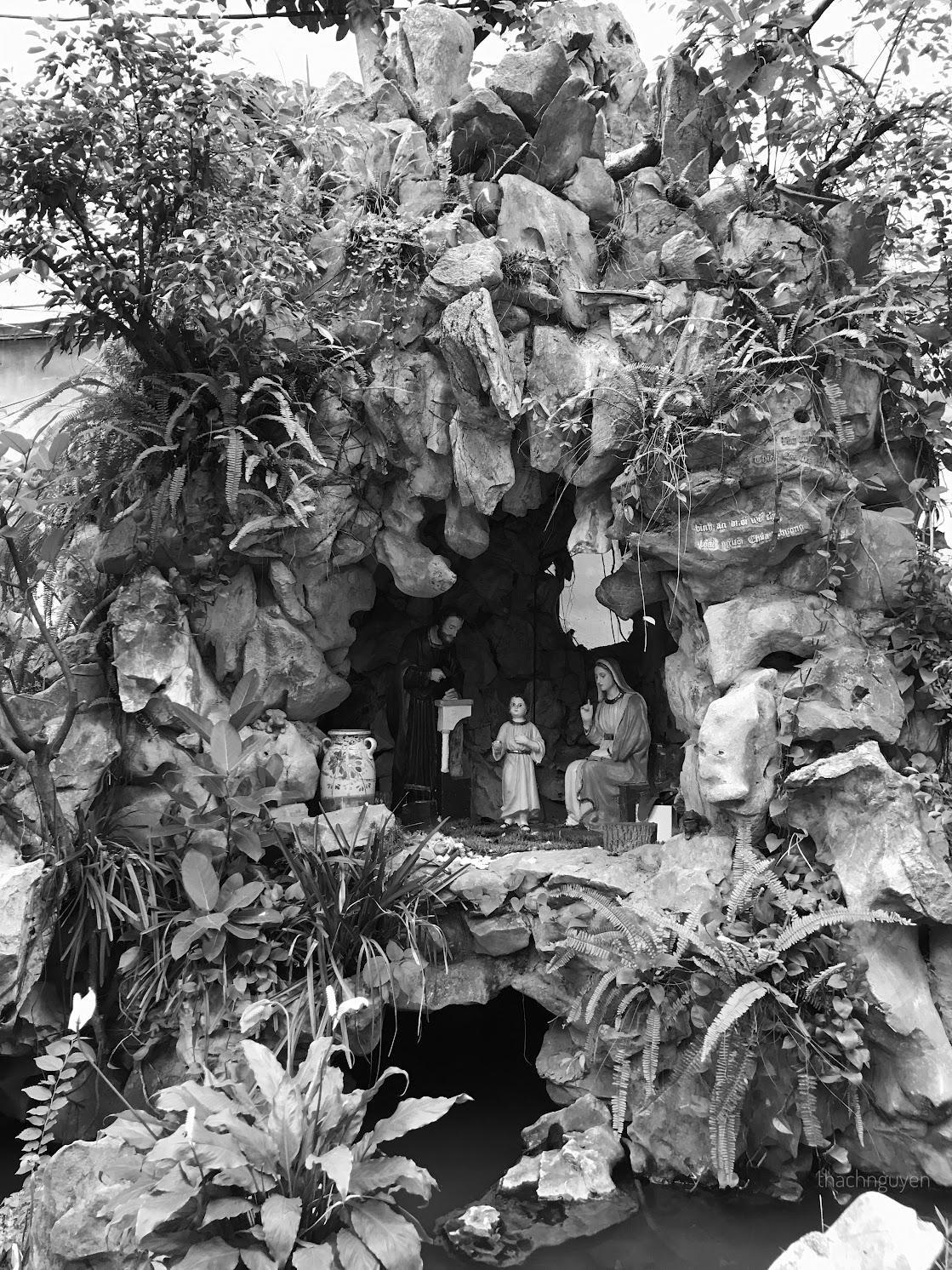 hang đá nhà thờ Hàm Long
