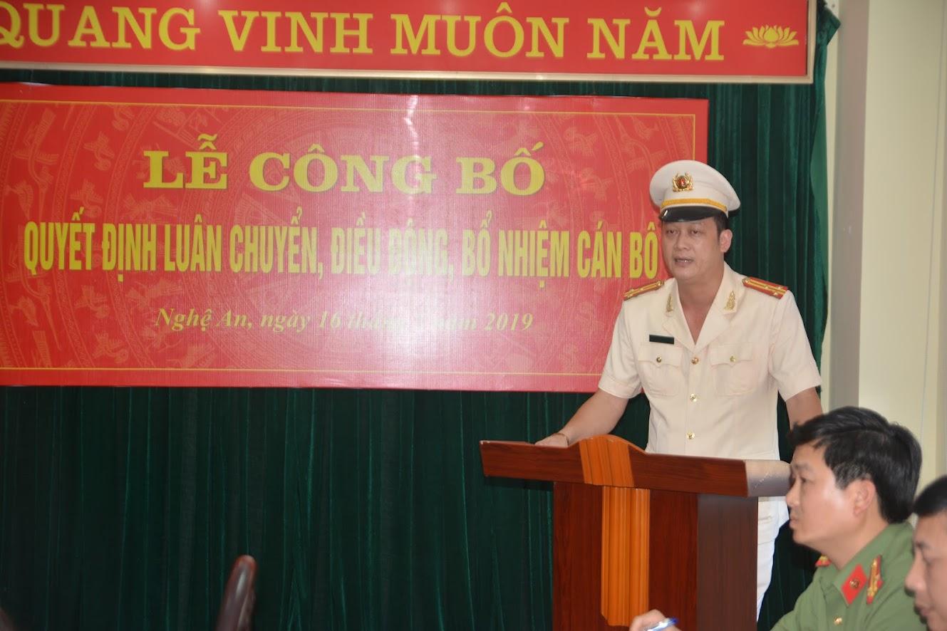 Thượng tá, Anh hùng lực lượng vũ trang nhân dân Nguyễn Đức Cường - Trưởng CA TP.Vinh đại diện cho 10 đồng chí được luân chuyển, điều động, bổ nhiệm phát biểu nhận nhiệm vụ mới.