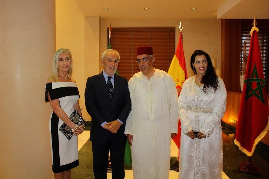 El cónsul de Marruecos y el subdelegado de Gobierno junto a sus respectivas esposas.