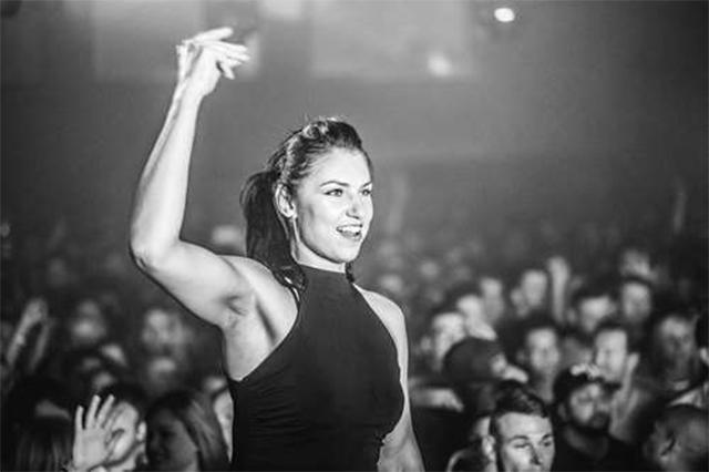 Chica bailando en Ministry of Sound