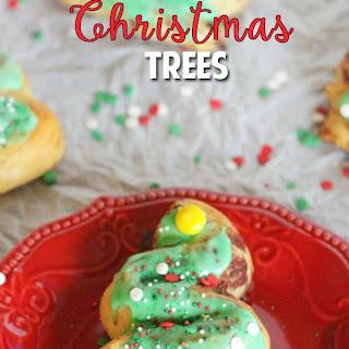 Easy Cinnamon Roll Christmas Trees.