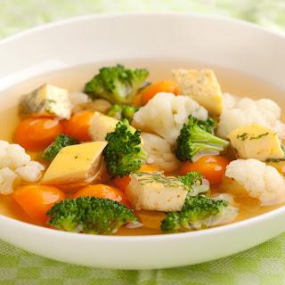 Rindsuppe mit Gemüse und Eierstich