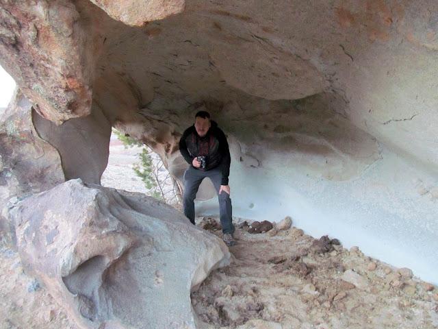 Boulder shelter, but no rock art