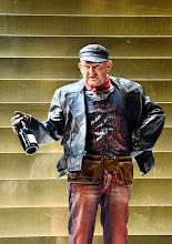 Photo: Theater in der Josefstadt: DER ZERRISSENE von Johann Nestroy. Inszenierung Michael Gampe, Premiere 2.10.2014. Martin Zauner. Foto: Barbara Zeininger