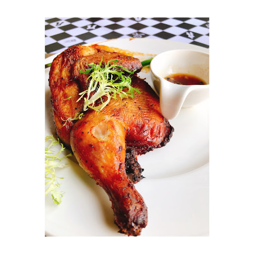 光是雞肉上頭的香料就已經香氣十足了,沾醬後更是美味至極。