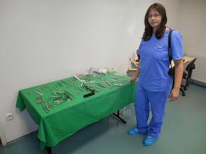Photo: Sebészeti eszközök: szövet szétválasztó- egyesítő eszközök, vérzéscsillapítók, rögzítők, feltárók. Elég ijesztő, mégis vonzza az embert és szeretné megérteni a műtéti folyamatot.