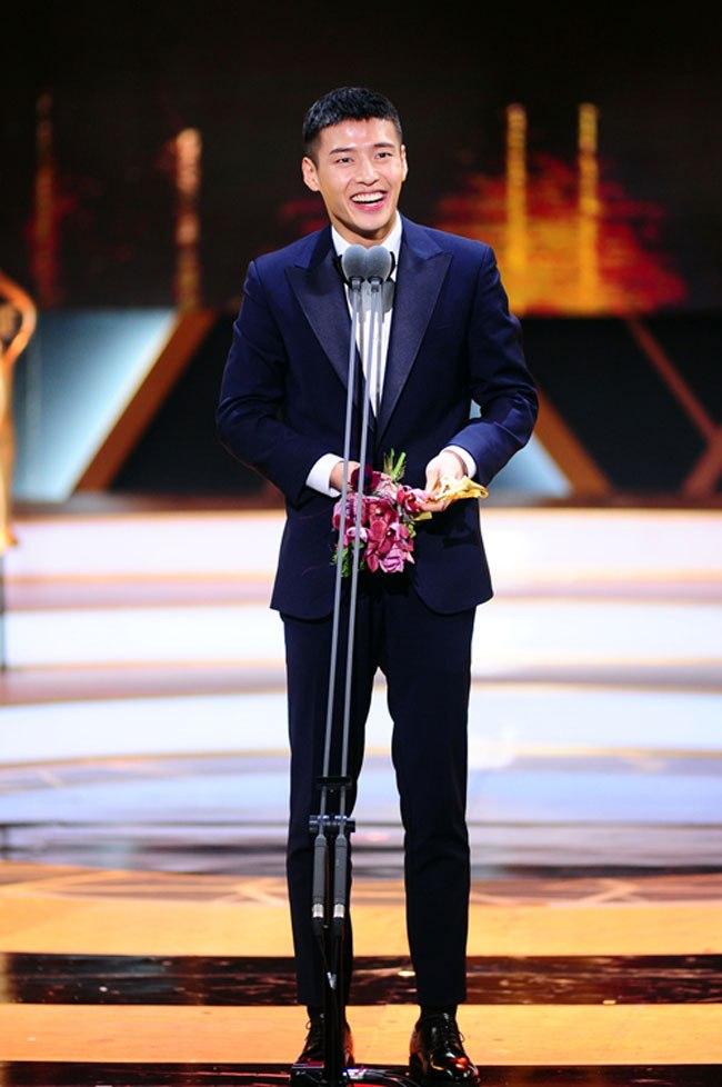 kang-ha-neul-2016-sbs-drama-awards-01-drama-chronicles