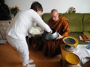 Photo: Dāna  (obdarování - offering)