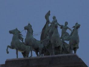 Photo: 'Brabant op een strijdwagen, voortgetrokken door vier paarden'