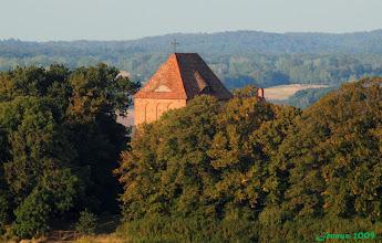 Photo: Wehrkirche aus dem 13. Jahrhundert Ruinös noch immer das Schloß in Vollrahtsruhe nebenan