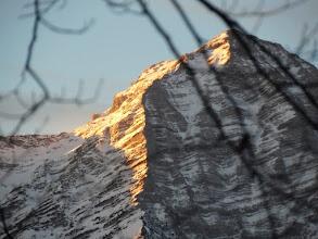 Photo: sjeveroistočna stijena malog Priela okupana jutarnjim sunčevim zrakama