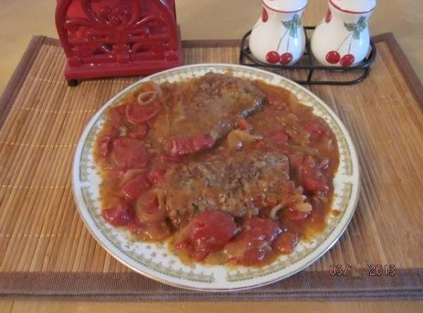 Boneless Beef Cubed Steak In Tomato, Onion Gravy Recipe
