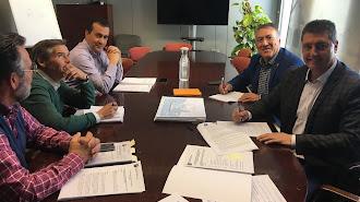 Firma  del acuerdo de concesión entre las partes esta semana en Sevilla.