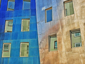 Photo: A detail of F. Gehry's tower in Hanvover Taken at dusk. The reflective surface absorbs all kinds of colors...