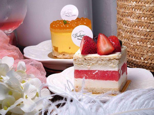 涼爽西瓜玫瑰慕斯蛋糕,雪白木馬與花草盪鞦韆, 調皮奶油