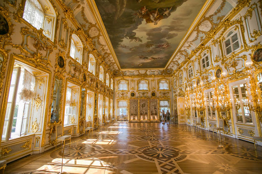 Peterhof-Palace-inside.jpg - The Ball Room was used for formal receptions, dinners and balls in Peterhof Palace near St. Petersburg, Russia.