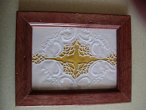 Photo: Quattro angoli dei polsini di una camicetta di tela sottile (pelle d'uovo?)