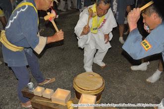 Photo: 【平成24年(2012) 本宮】  直会。大当番・神輿連会長・囃子保存会会長による鏡割り。