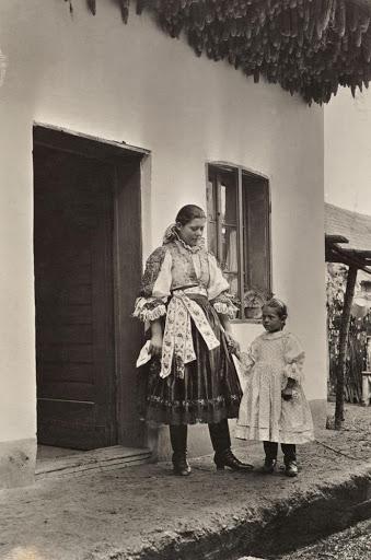 Ngày của mẹ, ngắm những bức ảnh về mẹ đẹp nhất trong suốt 100 năm qua - Ảnh 19.