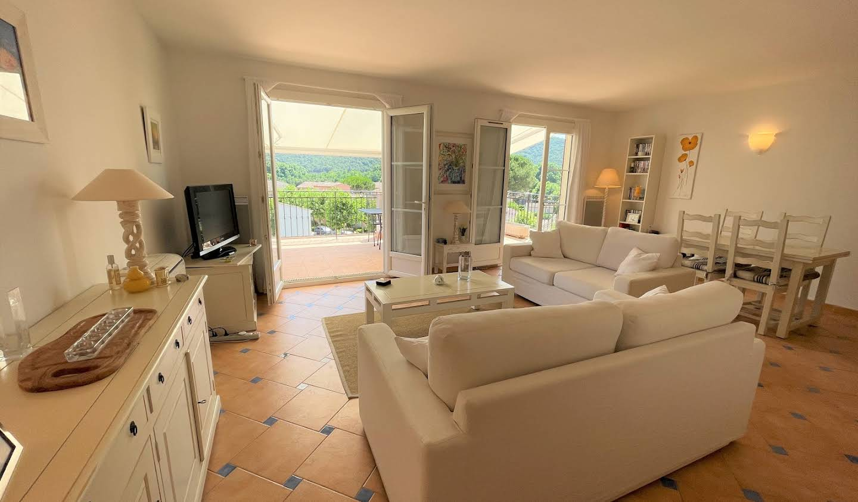 Appartement avec terrasse et piscine La Môle