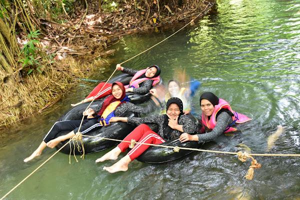 Swim in the freshwater stream of Long Klong Sra Kaew
