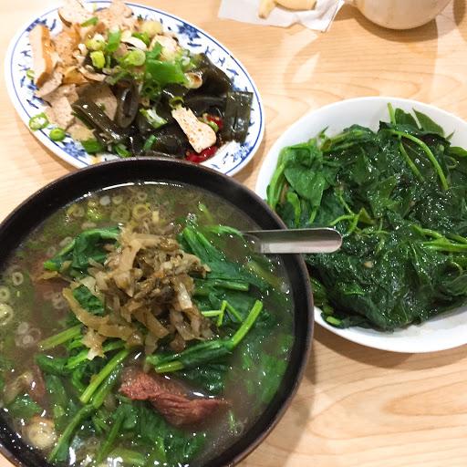 清燉湯頭,濃郁牛肉湯 但我還是喜愛紅燒口味的 這個對我來說有點牛味太重  倒是有不少客人前來外帶牛肉湯