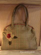 Photo: country bag in principe di galles con cerniera e fiore in panno