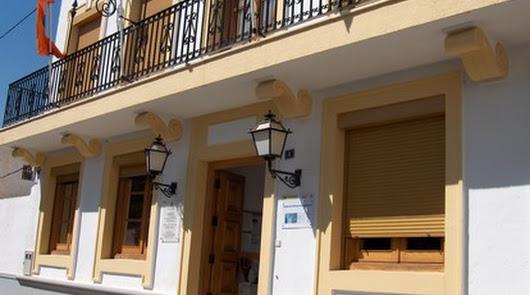Fachada del ayuntamiento de Antas.