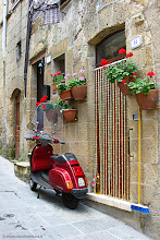 Photo: #TRAVEL #PHOTOGRAPHY  Italian Style in Pitigliano - Pitigliano is a small beautiful town in Tuscany founded by the Etruscans, well known by tourists from all over the world.